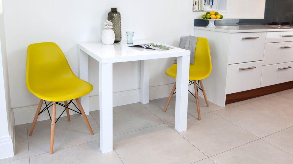 Mesa de cocina pequeña y moderna :: Imágenes y fotos
