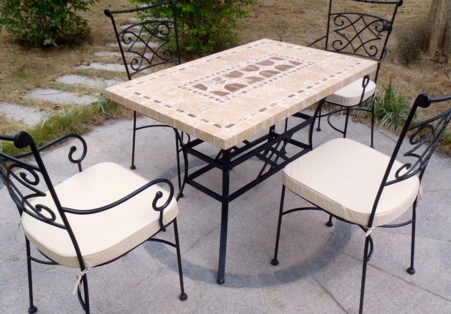 Mesa de jard n de piedra sencilla im genes y fotos - Mesas de piedra para jardin ...