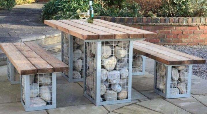 Mesa de jard n de piedra y madera im genes y fotos - Mesas de madera de jardin ...